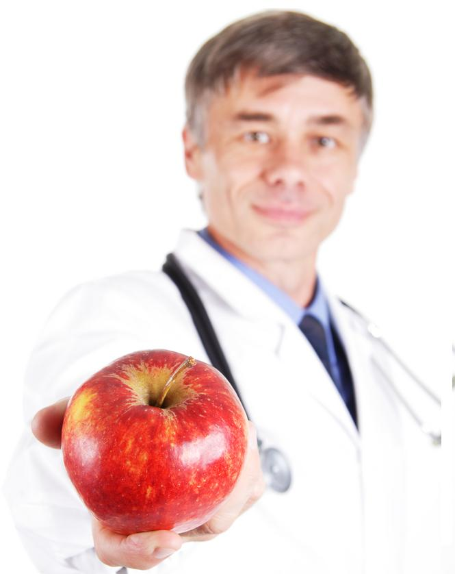 Doctor with fruit2