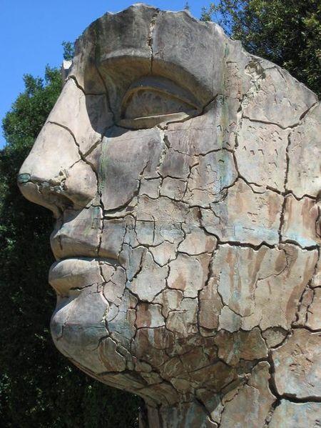 Sculpture_face_wrinkles_sxc_nr